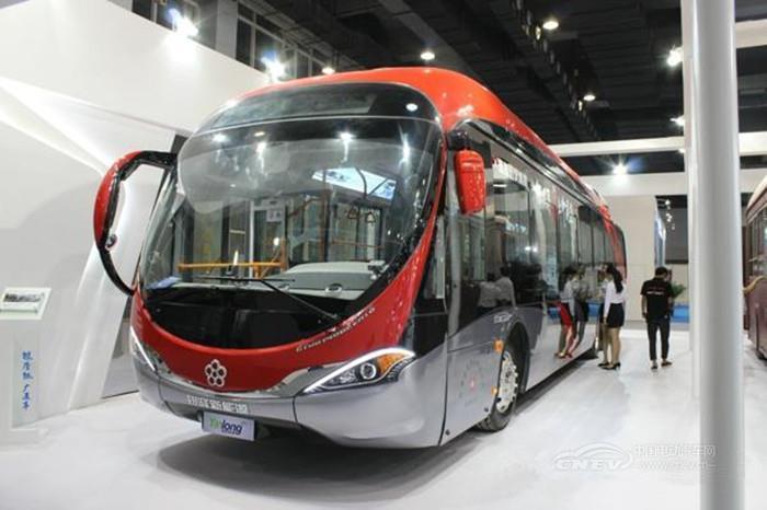 此次,珠海银隆新能源共展示了多款新能源产品,其中6米以上客车产品有