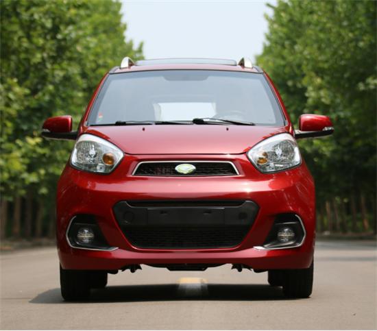 今年6月,作为御捷旗下全新子品牌的乐唯电动汽车,其全新品牌车型V6正式投放市场。乐唯V6设计亮眼,运动与时尚皆备。 V6分标准版、舒适版、豪华版和旗舰版四款主打车型,根据不同款车型,标准版搭配了4kw电机,舒适版、豪华版均标配了5kw电机,旗舰版更是高配了7.5kw电机,最高时速可以达到每小时33公里到57公里,最大爬坡能力均超过20%,其中旗舰版超过25%。 速派奇超越三号二代